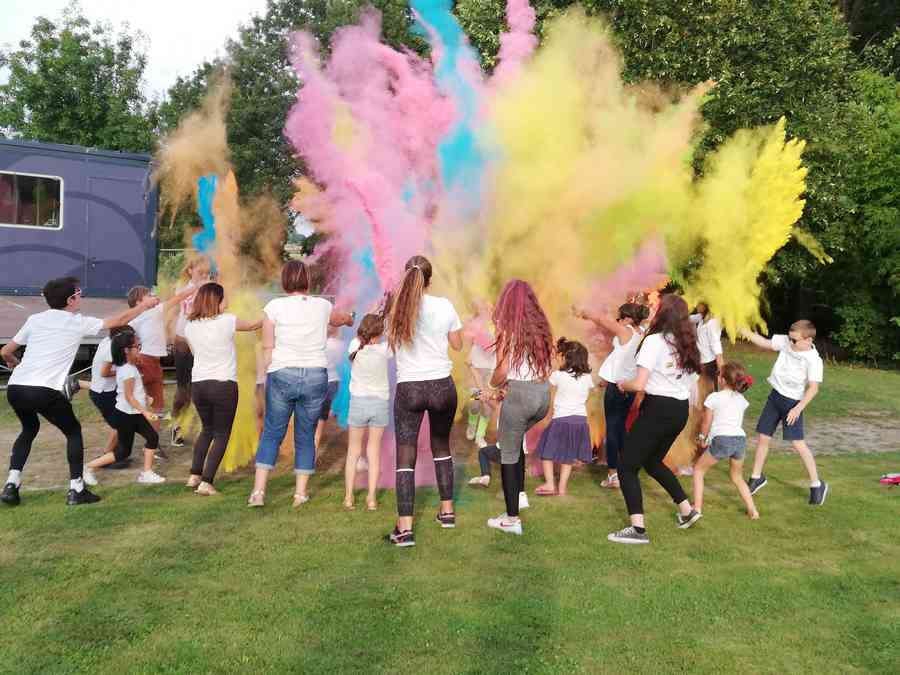 La fête des couleurs à l'accueil de loisirs