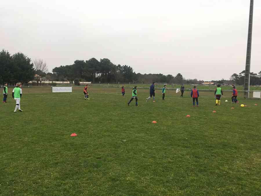 Entraînement des U13 à l'ASR Football